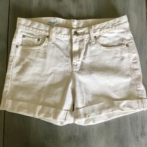 EUC Gap White Sexy Boyfriend Shorts Sz. 27